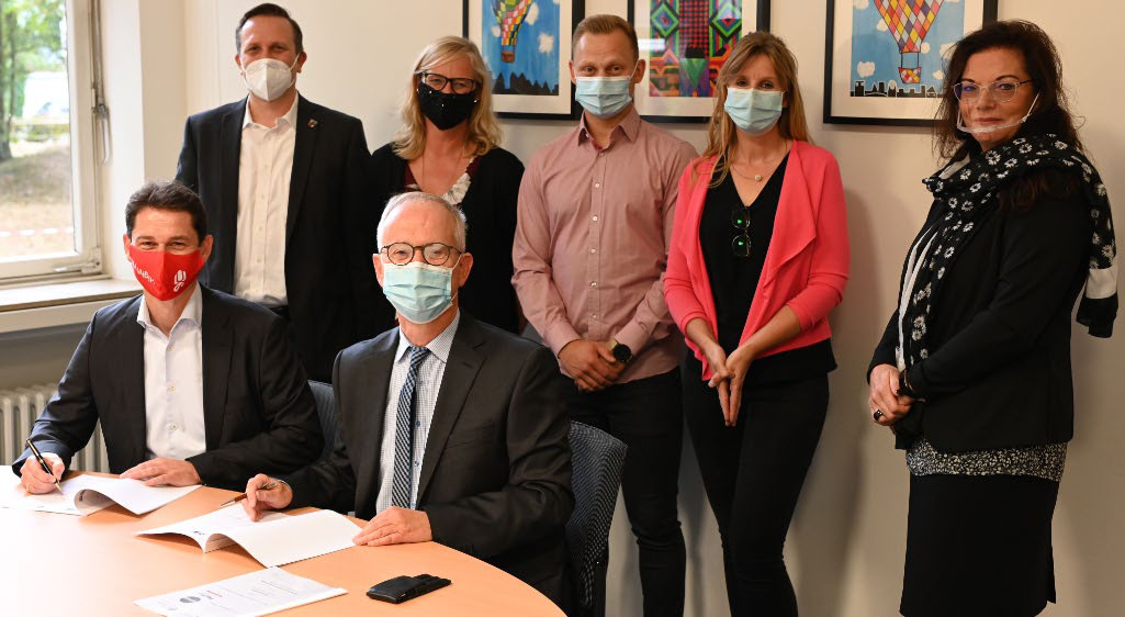 Vertragsunterzeichnung zur Kooperation von Pfeiffer Chemie-Armaturenbau mit der Gesamtschule in Kempen